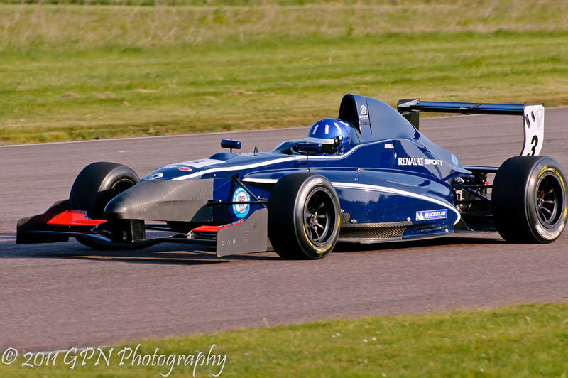 Josh Hill with a new nose! - Formula Renault 2.0 UK Championship