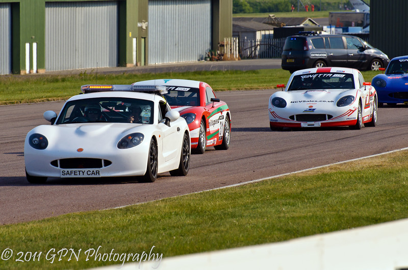 The field follow the Safety Car - Ginetta Junior Championship