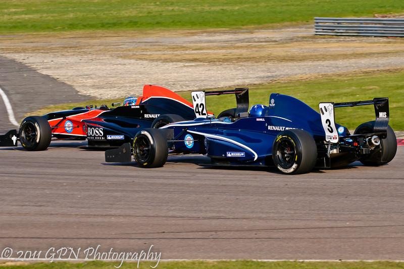 Josh Hill up close with Jordan King - Formula Renault 2.0 UK Championship