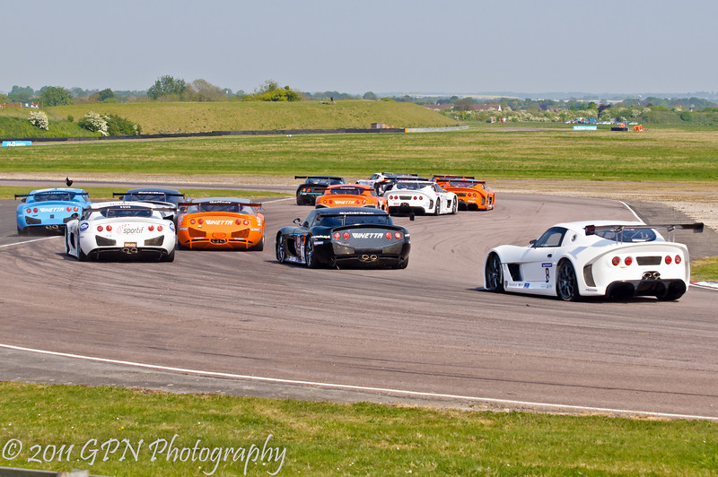 The field streams through the complex on lap 1 - Ginetta GT Supercup