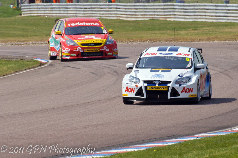 Tom Chilton (Ford Focus) leads Mat Jackson (Ford Focus) - MSA British Touring Car Championship