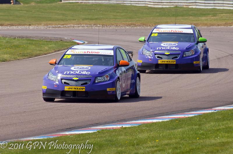 Paul O'Neill (Chevrolet Cruze) leads John George (Chevrolet Cruze) - MSA British Touring Car Championship