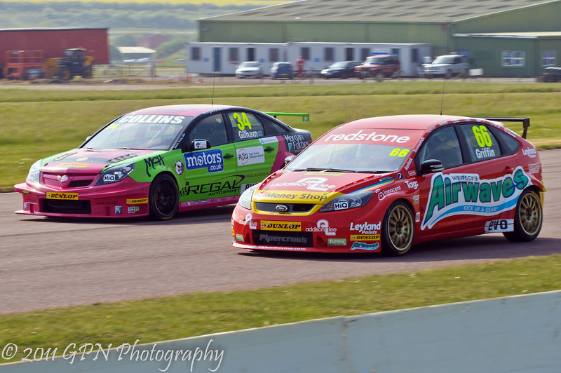 Tony Gilham (Vauxhall Vectra) dives up the inside of Liam Griffin (Ford Focus) - MSA British Touring Car Championship