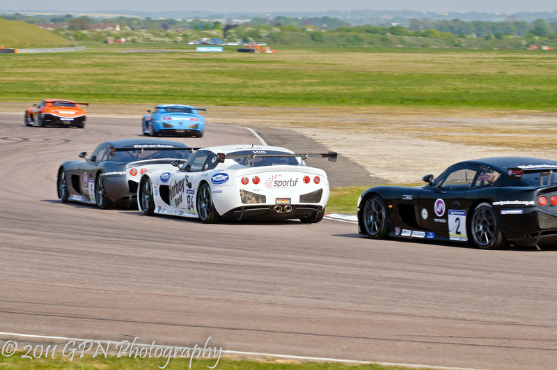 Louise Richardson chases Jake Hill & brother Andrew Richardson (Ginetta G50) - Ginetta GT Supercup