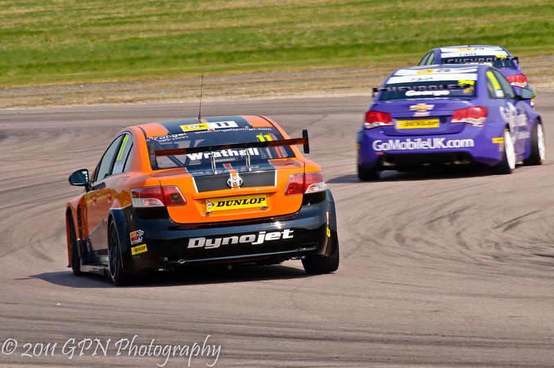 Frank Wrathall (Toyota Avensis) chases John George (Chevrolet Cruze) - MSA British Touring Car Championship