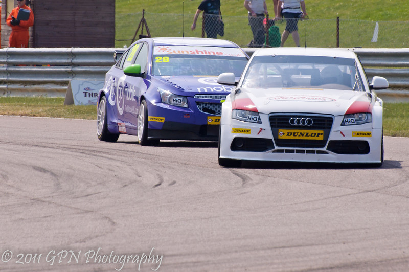 Rob Austin (Audi A4) leads John George (Chevrolet Cruze) - MSA British Touring Car Championship