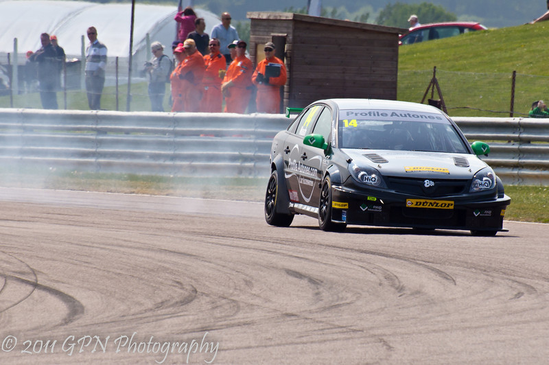 James Nash (Vauxhall Vectra) overcooks entry to the corner - MSA British Touring Car Championship
