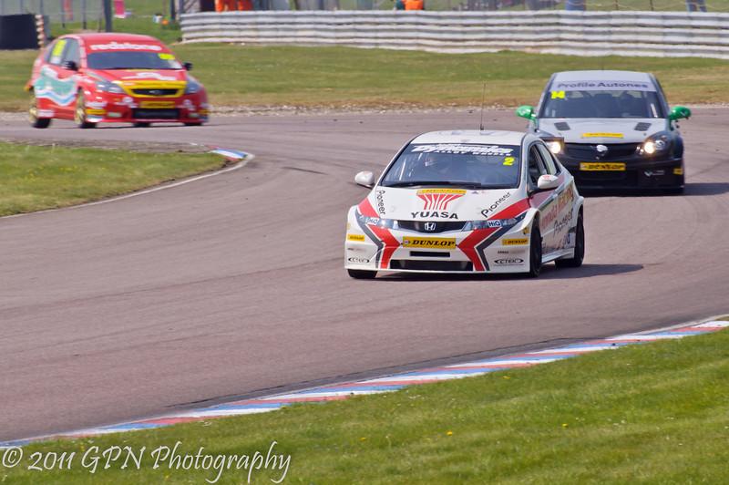 Matt Neal (Honda Civic) leads James Nash (Vauxhall Vectra) and Liam Griffin (Ford Focus) - MSA British Touring Car Championship