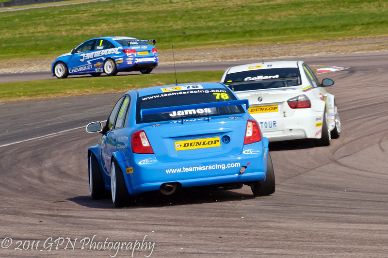 Chris James (Chevrolet Lacetti) chases Rob Collard (BMW 320si) & Jason Plato (Chevrolet Cruze) - MSA British Touring Car Championship