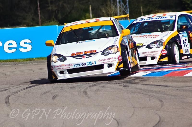 Paul O'Neill (Honda Integra) leads his teammate Martyn Bell (Honda Integra)