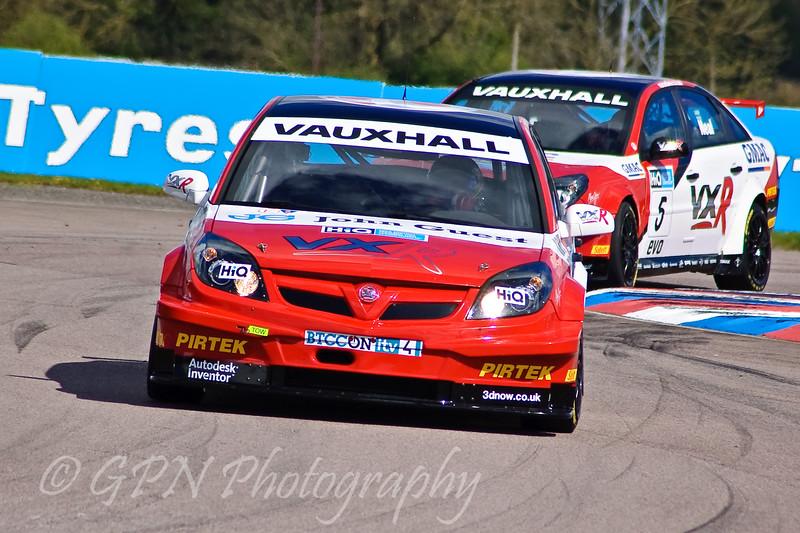 Andrew Jordan (Vauxhall Vectra) leads Matt Neal (Vauxhall Vectra)