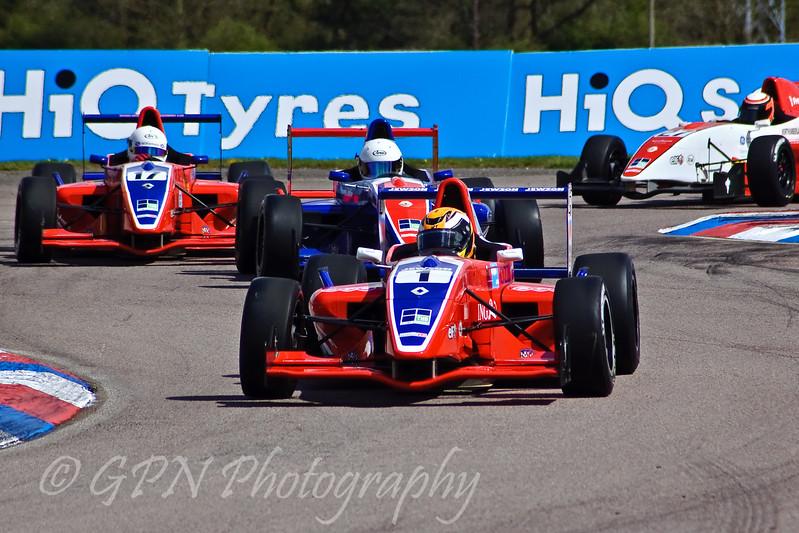 Harry Tincknell leads Micheal Lyons, Lewis Williamson & Tama's Pa'l Kiss (Formula Renault)