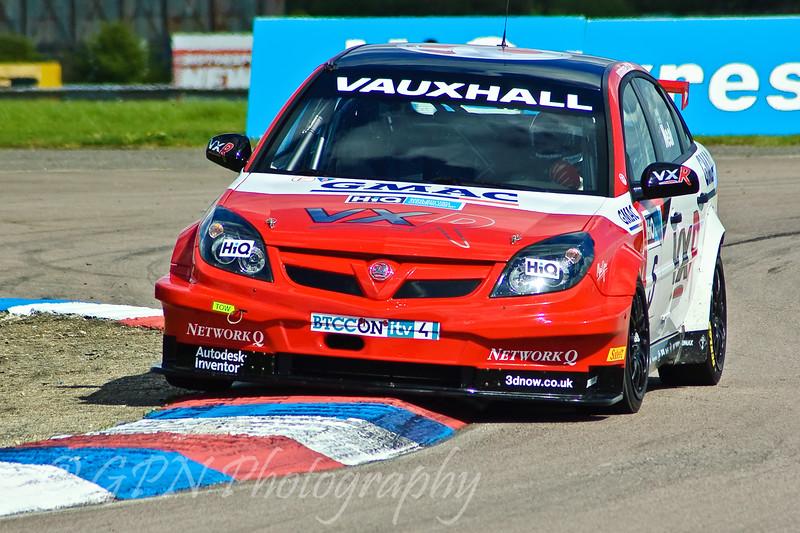 Matt Neal (Vauxhall Vectra)