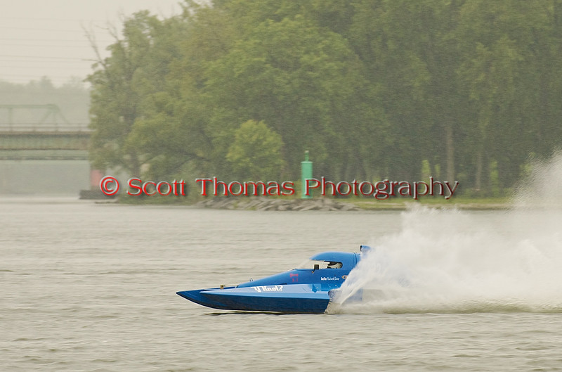 Hydroplane Y22 Y-Knot being driven by Richard Shaw racing on Onondaga Lake during Syracuse Hyrdofest on Saturday, June 20, 2009.