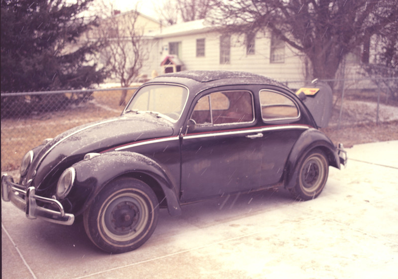 Dad's 1961 1200 VW bug, was the ministers car for several years.  He got it repainted and rebuilt the engine.  This is 1995, just before I traded it for a new racing engine for the Zink.