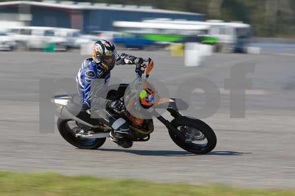 IMAGE: http://www.stuscully.com/Motorsports/Motorcycles/November-TTD/8C0U9939/717122727_rgESK-M-4.jpg