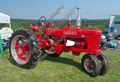 1943 Farmall H student restoration by Wamogo FFA