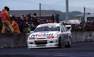 Peter Brock, Mobil Commodore.