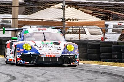 Porsche 911 at turn 5