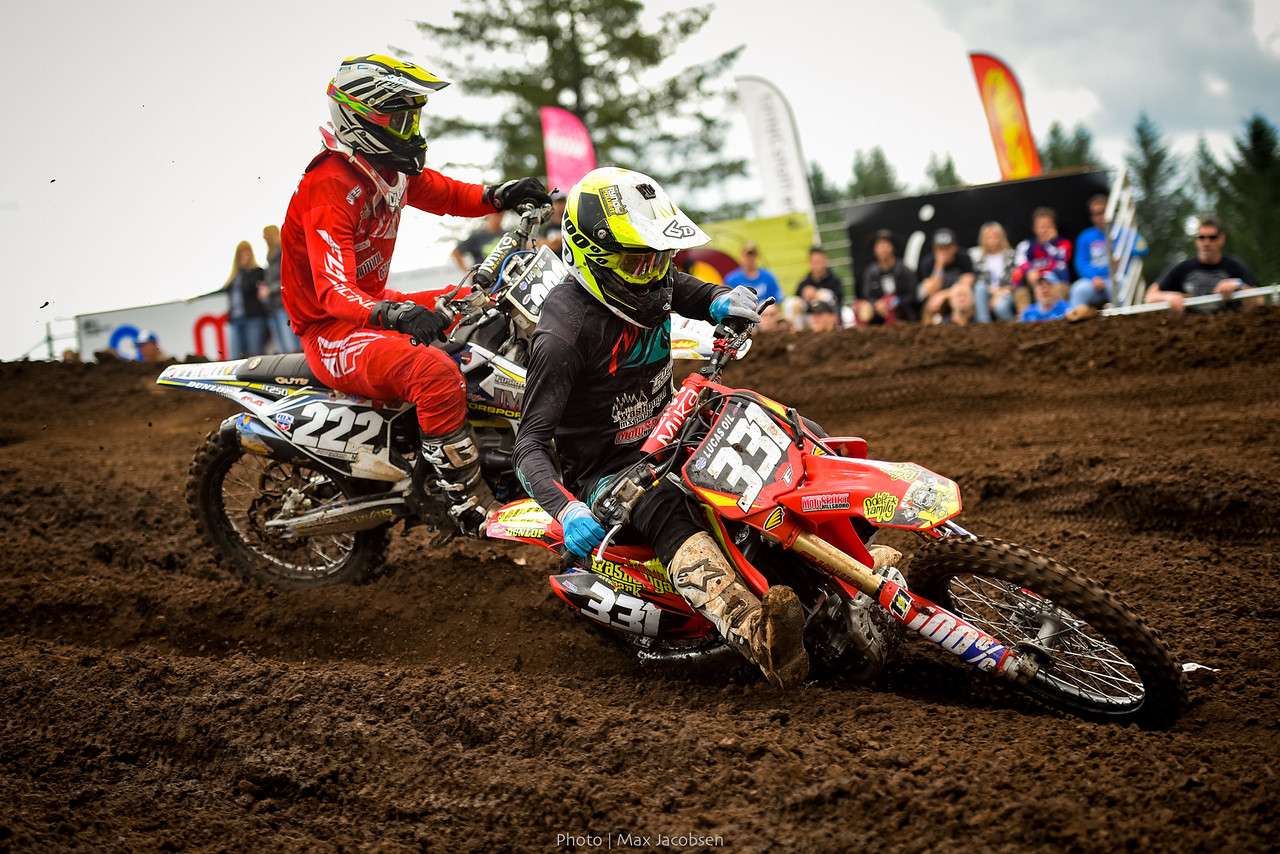 Tommy Weeck takes the inside away from Chris Howell in the first 250 Pro moto of the weekend.