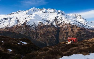 Liverpool Hut opposite Rob Roy Peak (2644m). West Matukituki Valley
