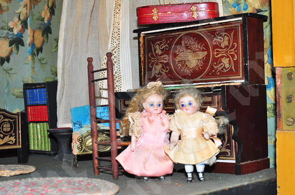 Somesville Doll House