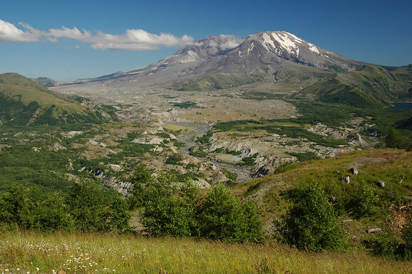 Mount Saint Helens and surroundings