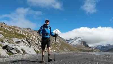 Hiking from Gemmi Pass to Lämmerenhutte