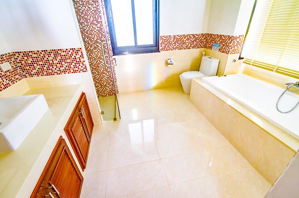 The Mountain House Villa Upper Level Master bedroom ensuite bathroom with bathtub
