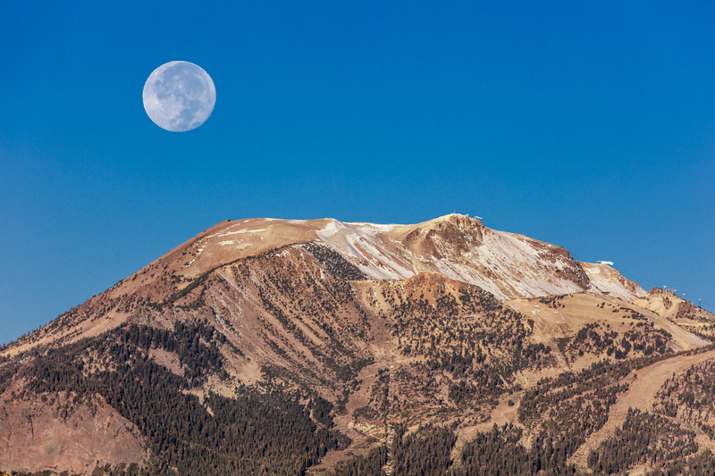 Moonset Over Mammoth Mountain 2