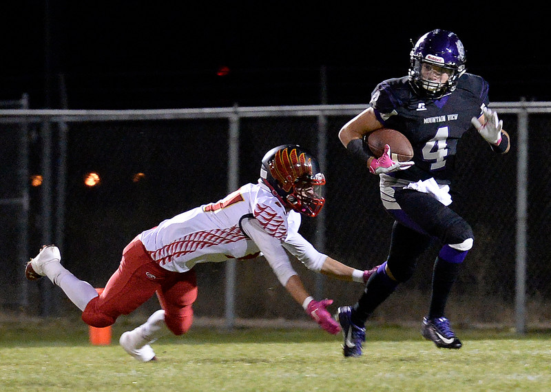 Moutain View's #4 Jeremiah Greylock tries to outrun Skyline's #21 Braden Kram during their game on Thursday, Nov. 3, 2016, at Patterson Stadium in Loveland. (Photo by Jenny Sparks/Loveland Reporter-Herald)