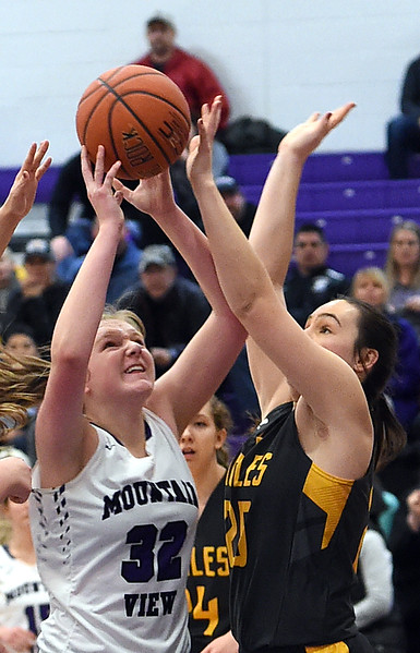 Mountain View's #32 Brynne Rydbom goes up for a shot as Thompson Valley's #25 Ashlen Mickelson tries to block during their game Friday, Jan. 6, 2017, at Mountain View High School in Loveland. (Photo by Jenny Sparks/Loveland Reporter-Herald)