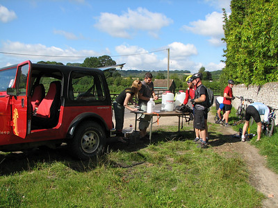 the first feed stop of the weekend , always a welcome sight, ray and jacko asking if there is a chicken run