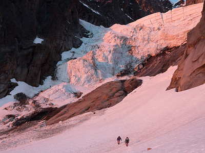 Oleg and Gerry approaching the Ice Cliff Glacier.