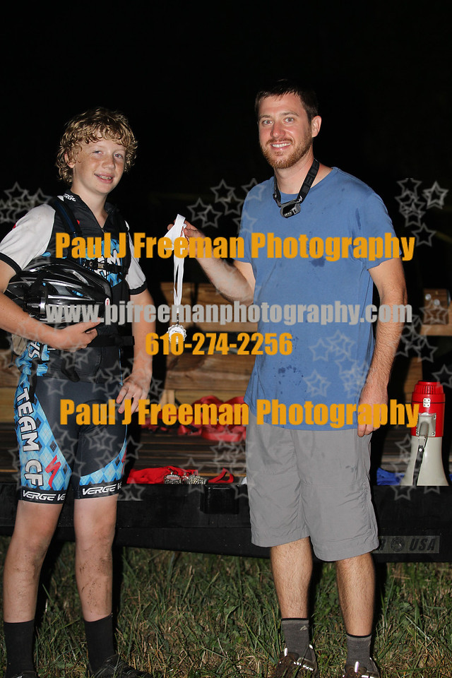race director Mike Campbell handing Erik Freeman his 2nd place medal..  THANKS Mike, and ALL of the TBR crew for putting on this night race.. it was a LOT OF FUN, and sure beat riding in the daytime heat wave we've been in lately..