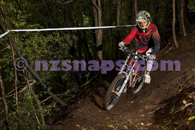 20101106_165341_NZSN3565