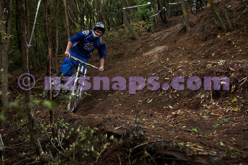 20101106_160207_NZSN3440