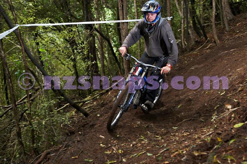 20101106_170709_NZSN3613