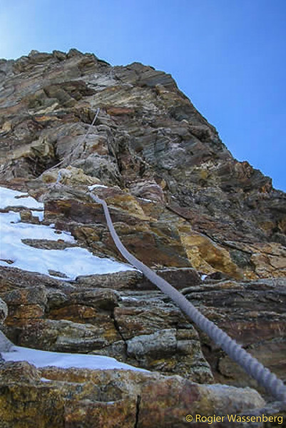 The fixed ropes at the shoulder