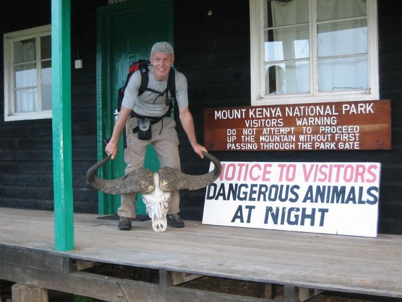 Park Gate Camp 2995m. ofice (Mt.Kenya,E.Africa 2005)