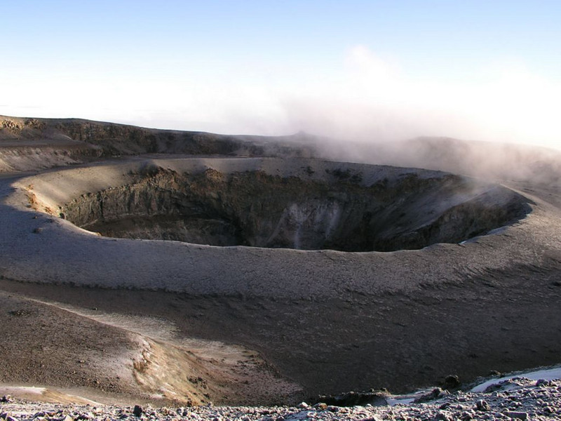 Crater near Great West Notch  (Kilimanjaro, Tanzania 2005)