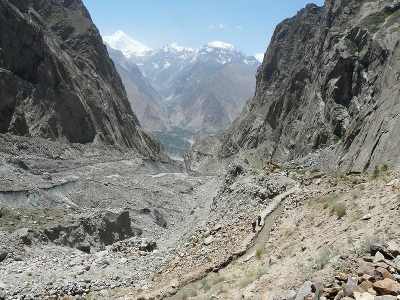 Ultra2 glacier and start of the irrigationcanal (Karimabad)