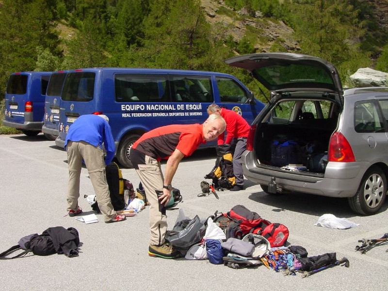 Climbing with Paul Klok, Rogier Wassenberg, Frank Andriesse 4-8-2006 (Parking Tasch. Wallis 2006)
