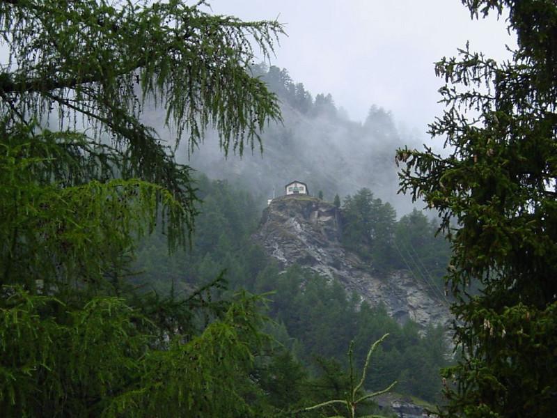 Edelweiss hutte in bad weather (Turmwang Zermatt, Wallis)