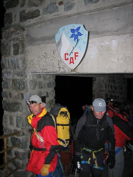 4.15 h. Refuge des Ecrins 3175m. (starting the ascent to Barre des Ecrins 4102m.)