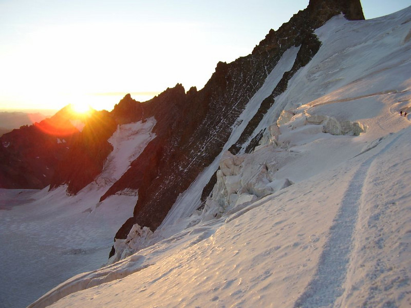 the first ray sun shine (ascent to Barre des Ecrins 4102m.)
