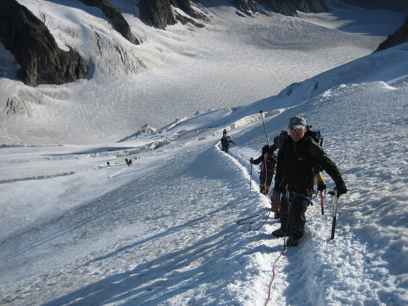 (the ascent to Barre des Ecrins 4102m.)