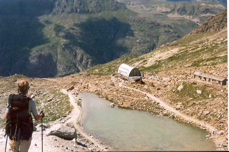 descent of the Ciarforon 3642m. with Rif. Vittorio Emanuele CAI 2735m. (Gran Paradiso, Italy 2002)