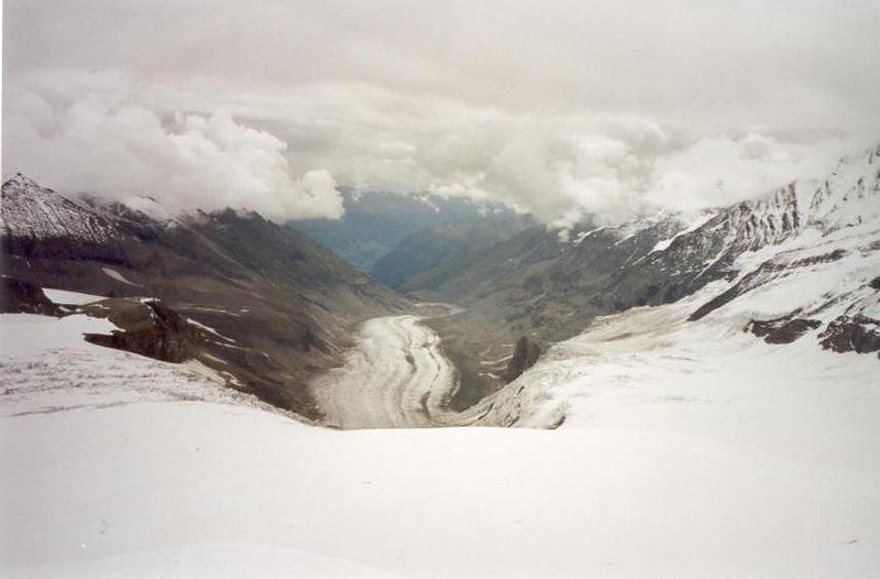 view from Oberste Pasterzenkees to Mittleres Pasterzenkees (Hohe Tauern, Snow and Ice II, 2000)