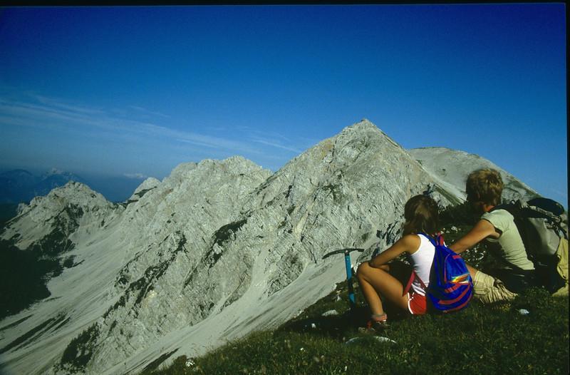 Saskia and Marijn, in the background the Hochstuhl 2236m. (Julian Alps, yougoslavia 1987)
